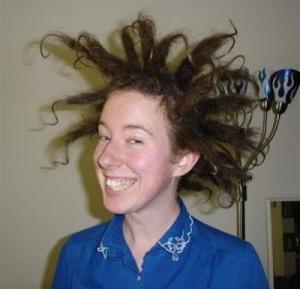 Falou para o cabeleireiro fazer o que quisesse e saiu com um corte horrendo? Sem problema! Use uma peruca até o cabelo crescer!