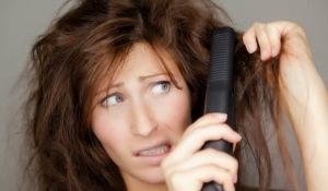 Fez escova progressiva ou definitiva e quer deixar o cabelo crescer sem lidar com as raízes enroladas e pontas lisas? A solução é peruca na cabeça!!